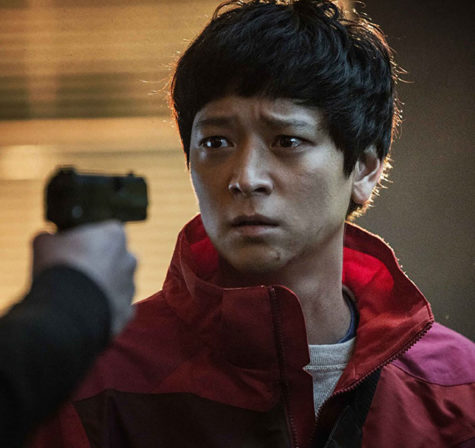 When the newly elected prime minister is assassinated as part of a conspiracy, Gang Dong-won's deliveryman must flee for his life in 'Golden Slumber'. Directed by Noh Dong-seok from a screenplay written by Kôtarô Isaka.