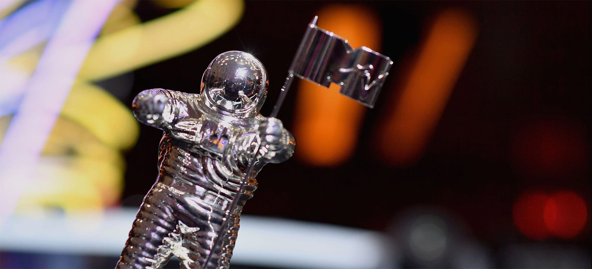 The annual MTV Video Music Awards unfolded in the early hours of this morning, seeing a number of mainstream music artists vying to bag one of those silver astronaut statuettes.