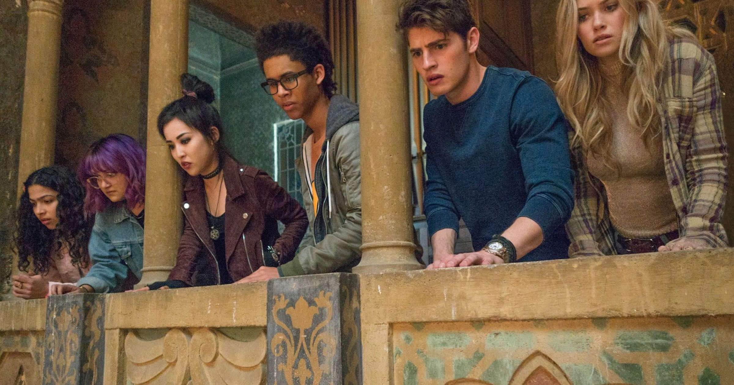 Runaways follows in the footsteps of Spider-Man Homecoming: a teenage drama that also happens to include superpowers.