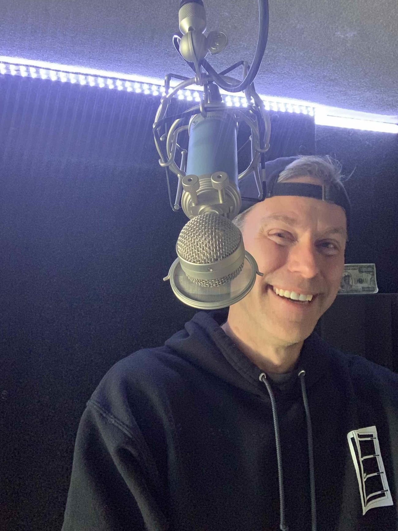 We interview the voice of Hollywood himself, Roy Samuelson. Billions have heard him in action – now we finally get to know the man behind the voice.