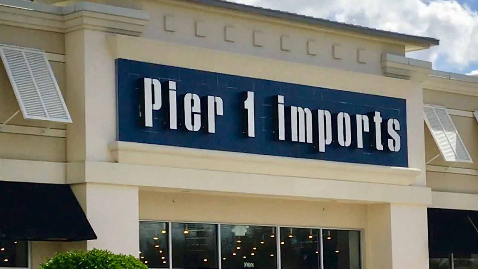 Lucky's Supermarkets, Pier 1 Imports, and more are not reopening thanks to the pandemic killing their business. Read the full list of closing businesses.