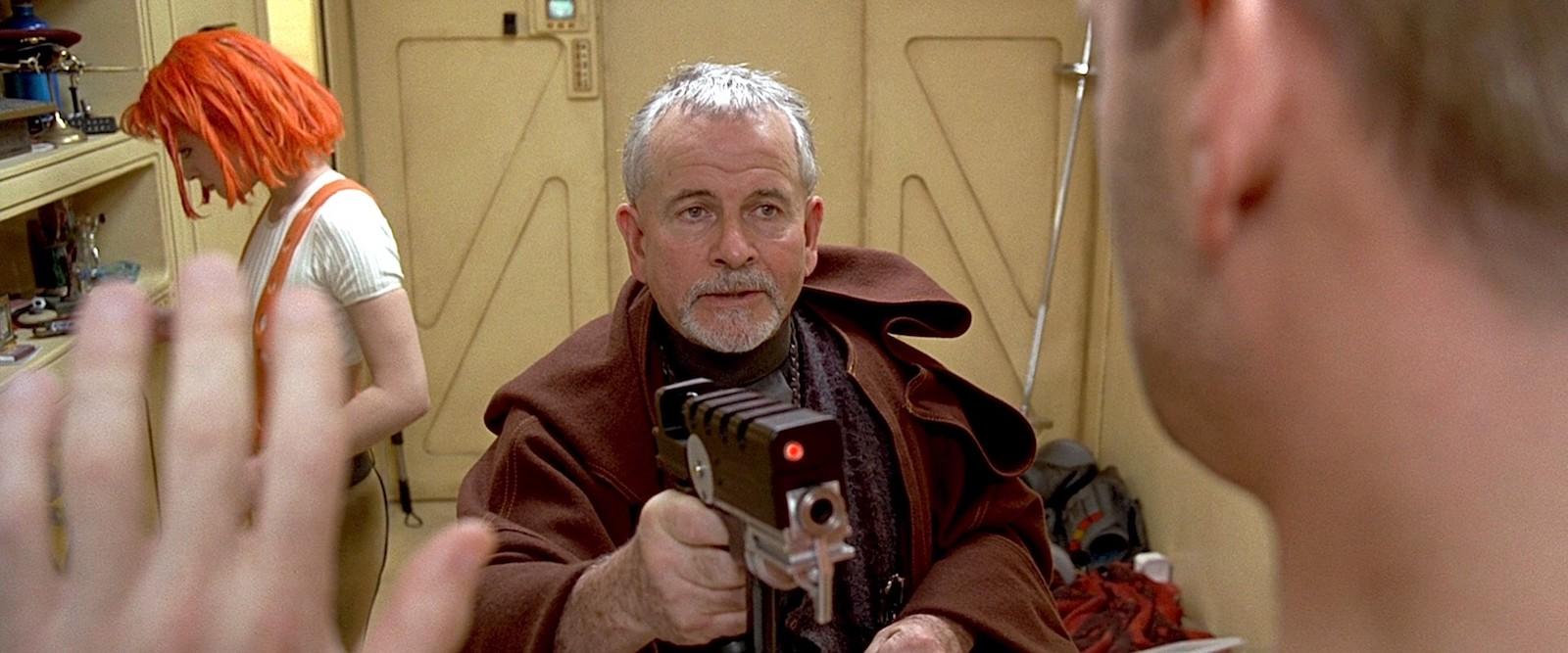 """Auch Luc Besson setzte in """"Das fünf Element"""" auf Ian Holm (© Tobis)"""