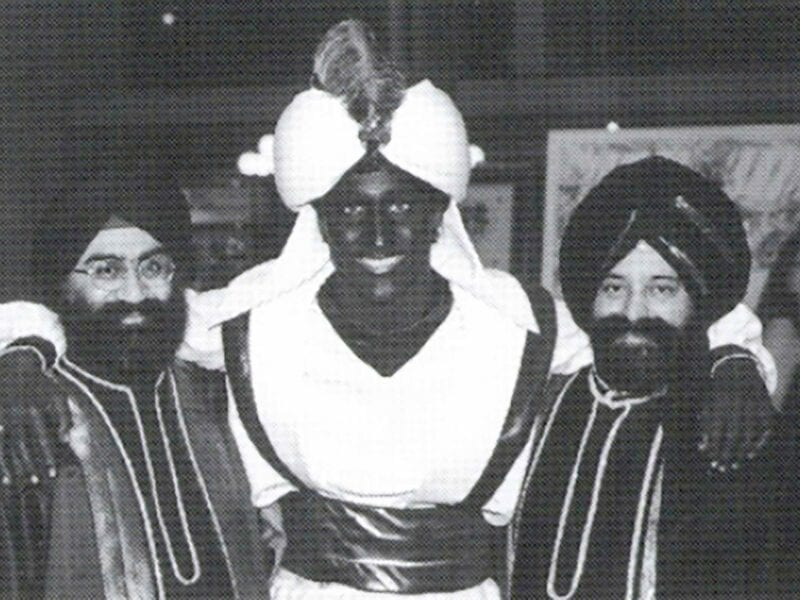 Here are some idiotic celebs including Justin Trudeau who did blackface despite the discriminatory nature.