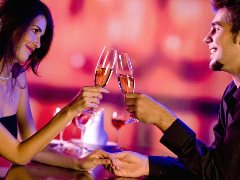 Not sure what to wear on your first date? Here are some tips and suggestions on how to make a great first impression.