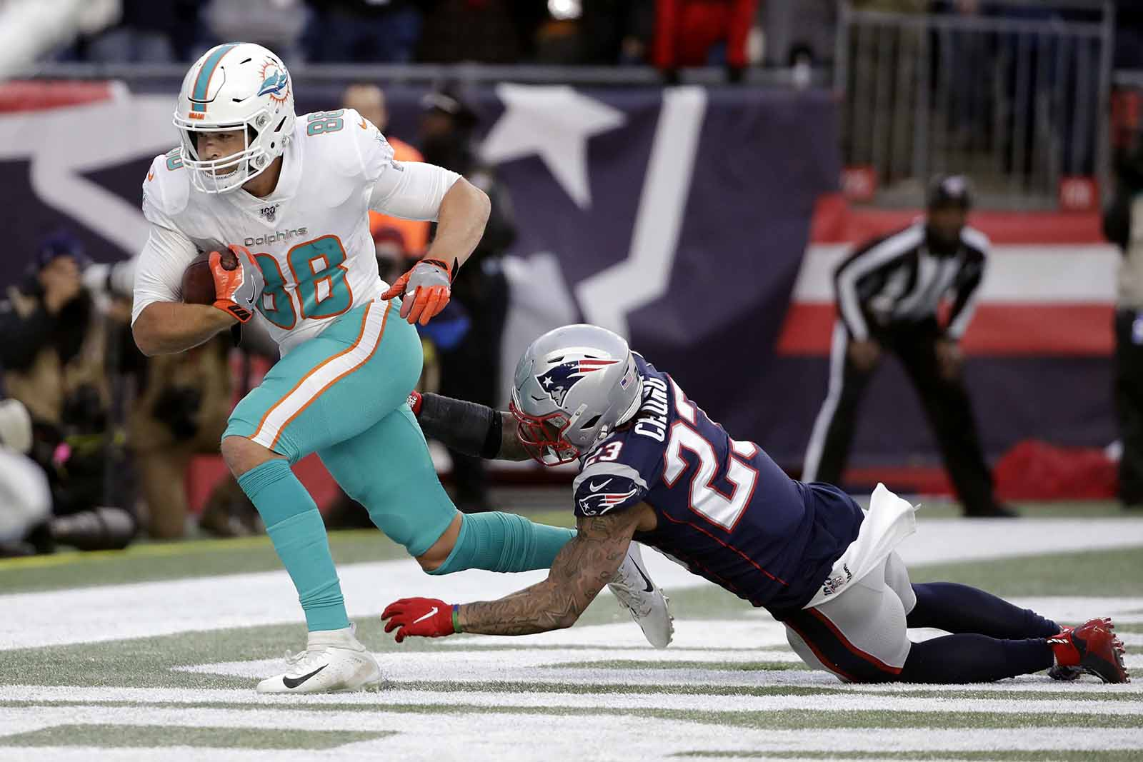 Way to watch Dolphins vs Patriots live stream reddit NFL game today free from anywhere, check the latest nfl score and updates.
