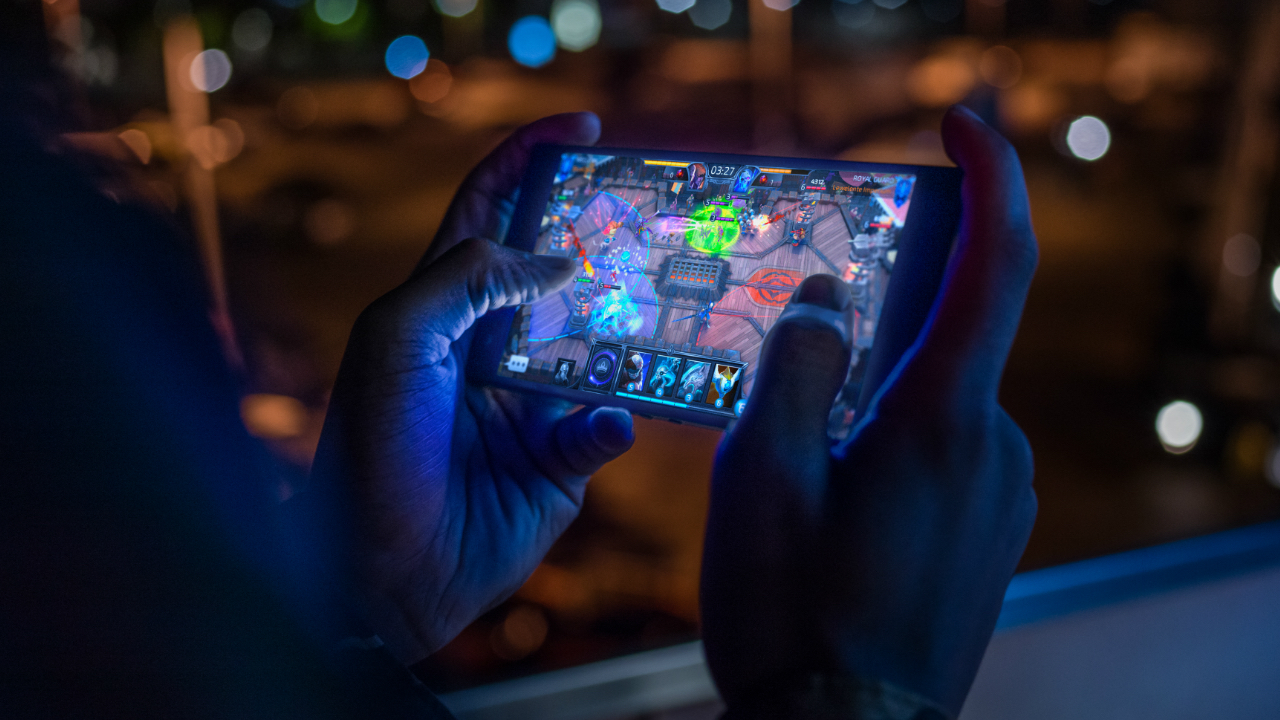 The number of gamers on mobile has jumped from 1.8 billion to 2.5 billion people. Why has mobile gaming become popular?