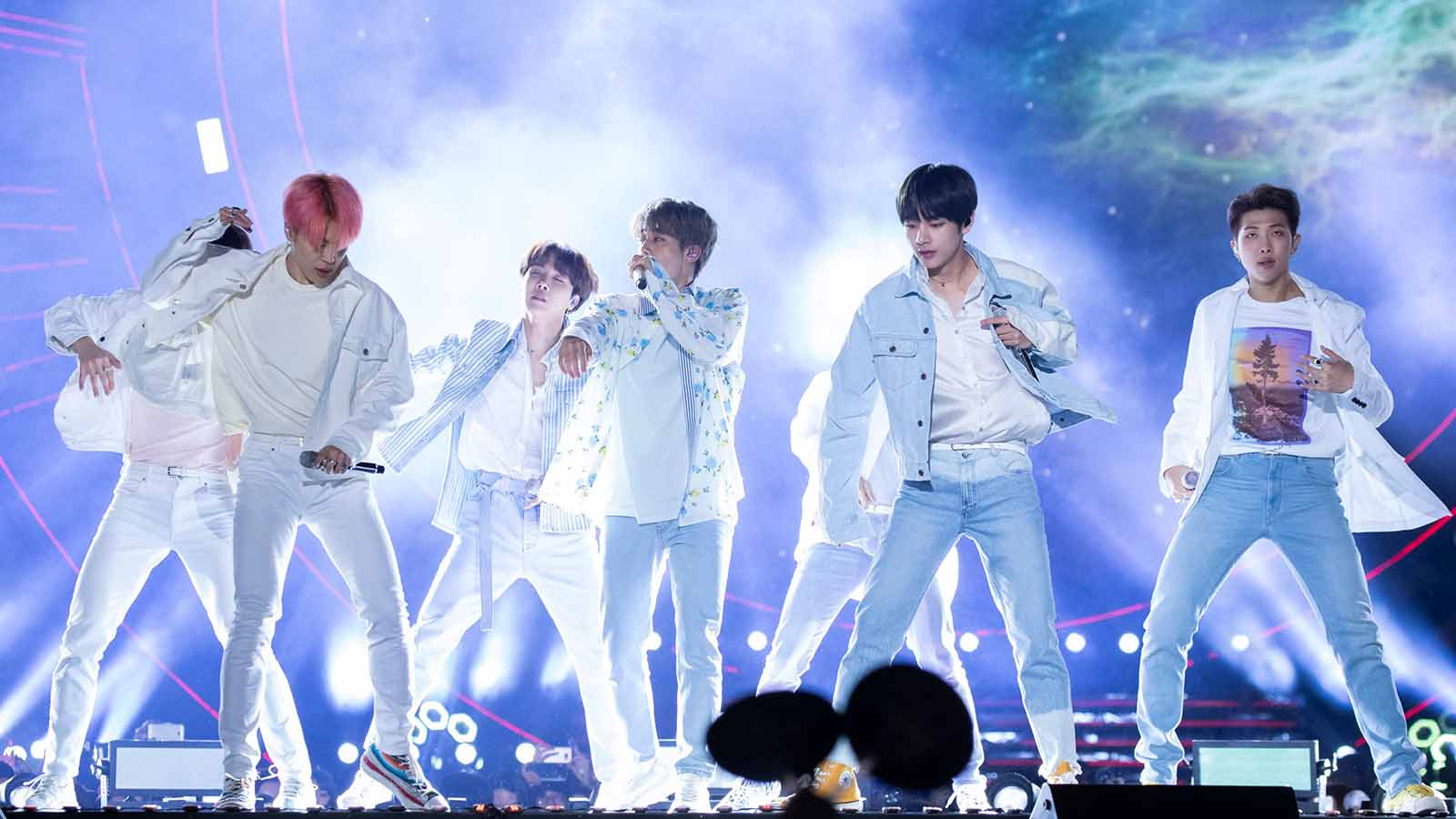 BTS has been a record breaking band since their start, but member V is just as much of record breaker. What strange record did he break on Twitter?