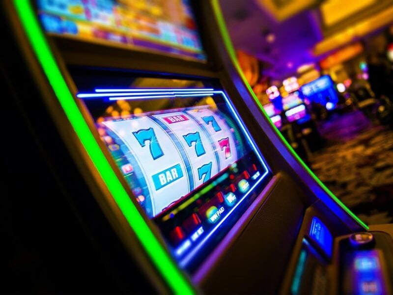 Looking for the best gambling options? Examine the pros and cons of casino games vs. online games.