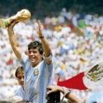 Recuerda con nosotros los mejores momentos de Diego Maradona en su legendaria carrera futbolística.