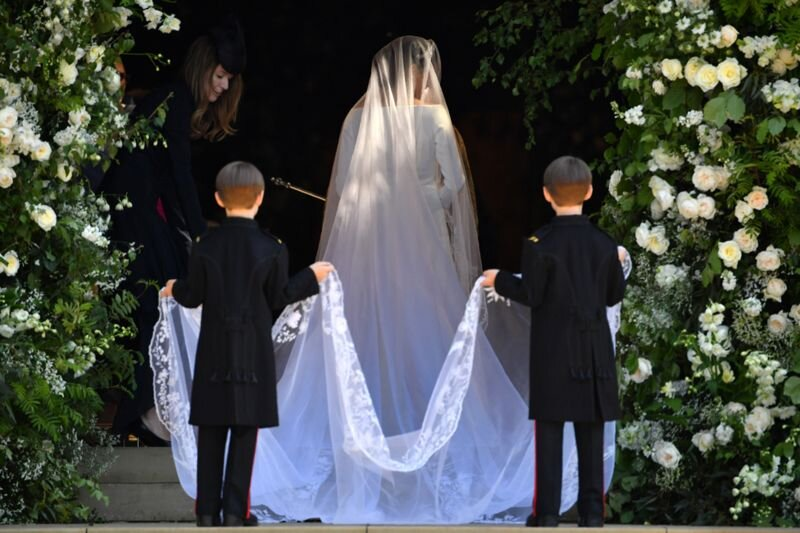 Fit For A Princess Who Actually Paid For Meghan Markle S Wedding Dress Film Daily