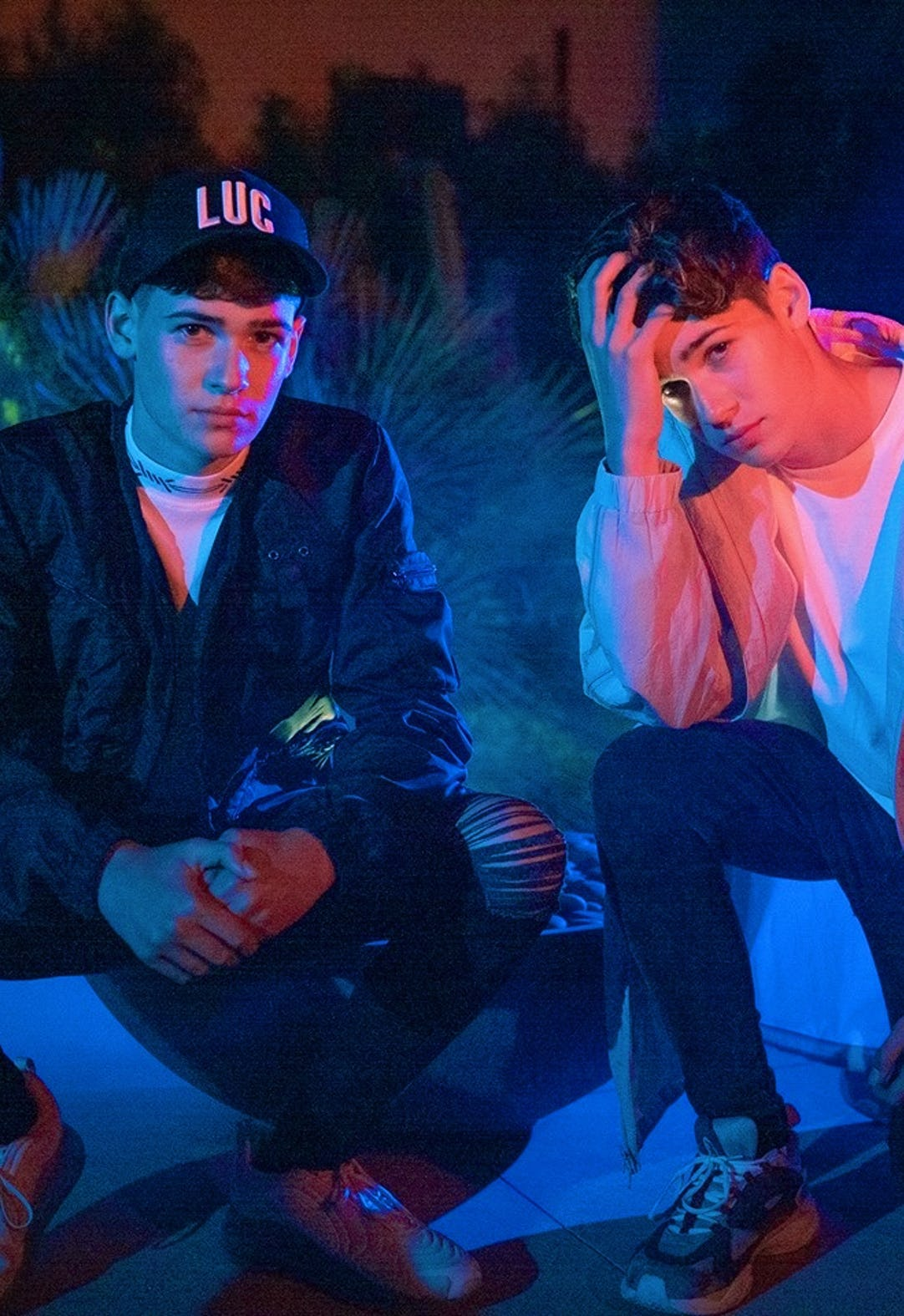 Seventeen-year-old identical twin brothers Max and Harvey Mills have become TikTok sensations. Find out more now.
