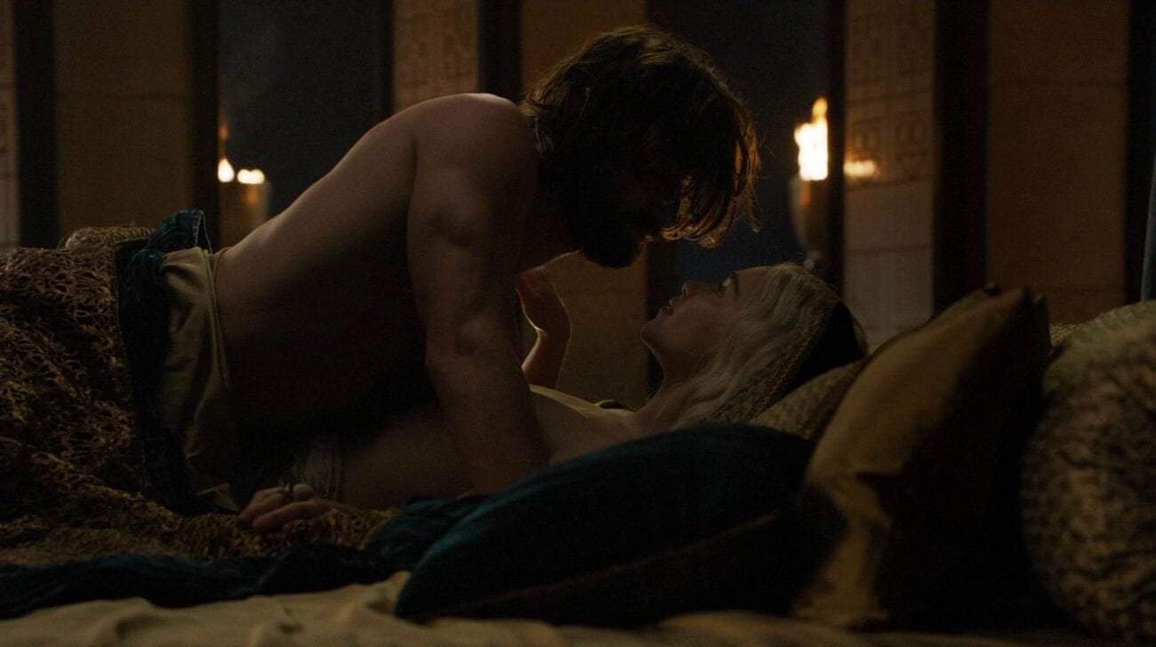 Emilia Clarke was in some steamy sex scenes you've ever seen on 'Game of Thrones'. Here's a quick round-up.