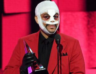 Abel Makkonen Tesfaye (The Weeknd) made a mark when he arrived at the AMAs. Was the