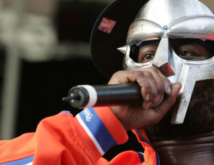 Announced today, MF DOOM passed away last October. Recall his legenday legacy and discover why he kept his face hidden for years.