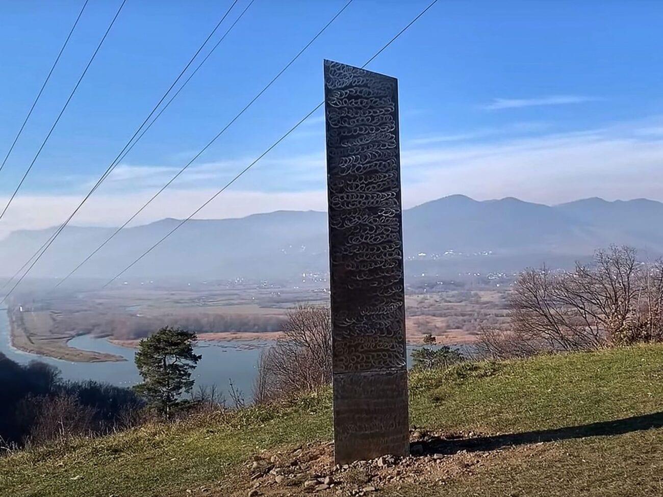 ¿Los aliens están dejando un monolito por todo el mundo? Entérate sobre la estructura que desapareció de Utah y la que apareció en Rumanía.