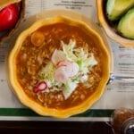 ¿Se te antoja un pozole de La Casa de Toño? Aquí te decimos si realmente vale la pena este restaurante mexicano.