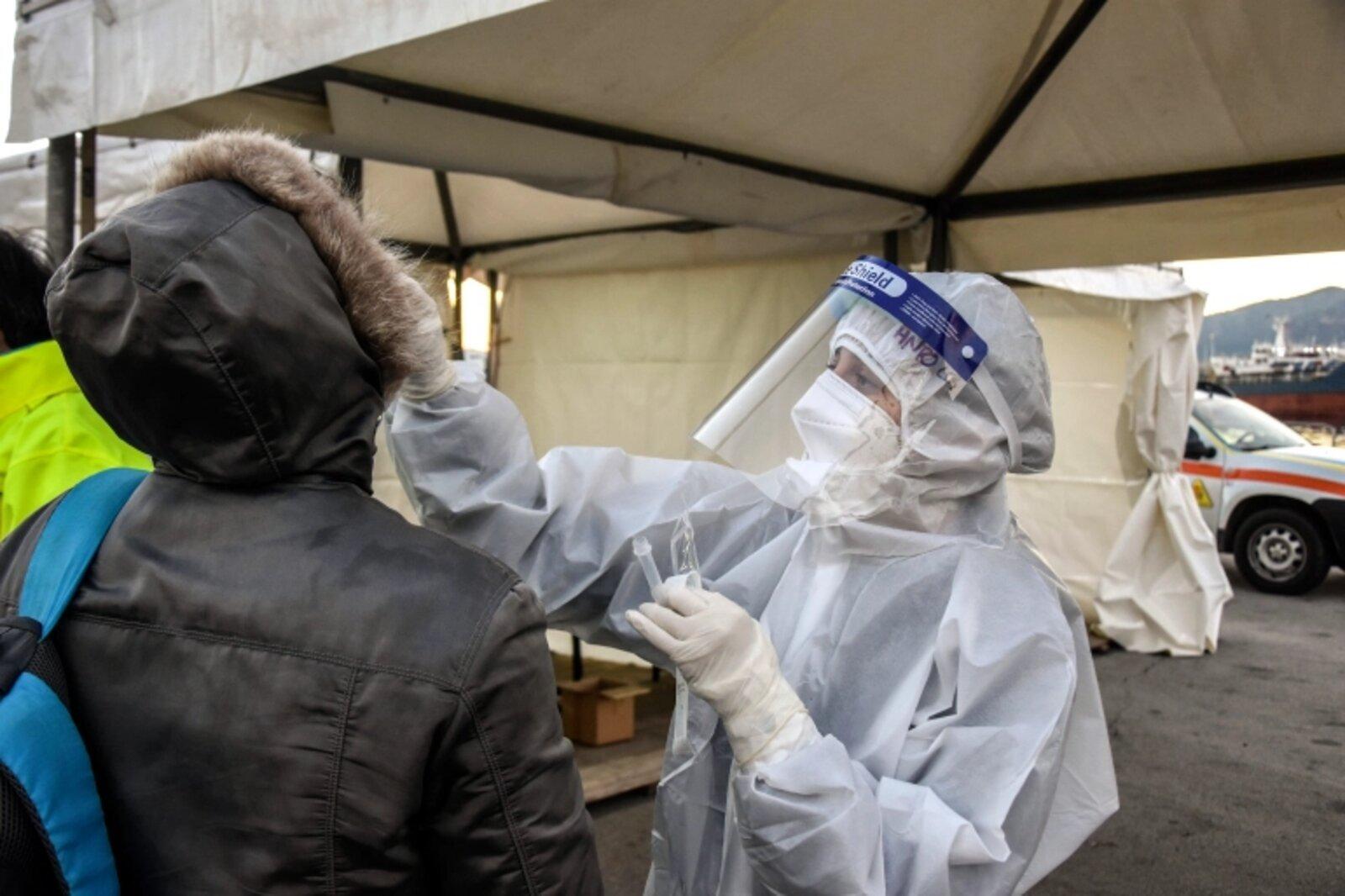 London on lockdown amid scare of new virus strain