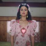 Fans of Selena Gomez have been speculating that the singer is creating an album with new songs in Spanish. Check out all the latest info.
