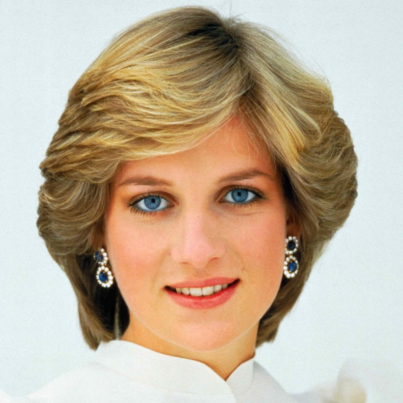 Check out these looks from the royal icon herself. Princess Diana has a lot of great looks, here are our favorites.