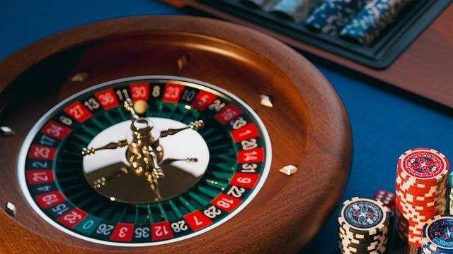 Is mobile or PC better for casino gaming? Take a look at comparisons and arguments for which platform is better for casino gaming.