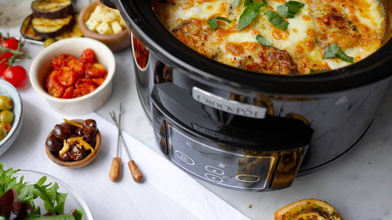 Crockpot meals are not only yummy & filling but make for healthy lunch options. take a look at these simple & easy recipes we've gathered for you.