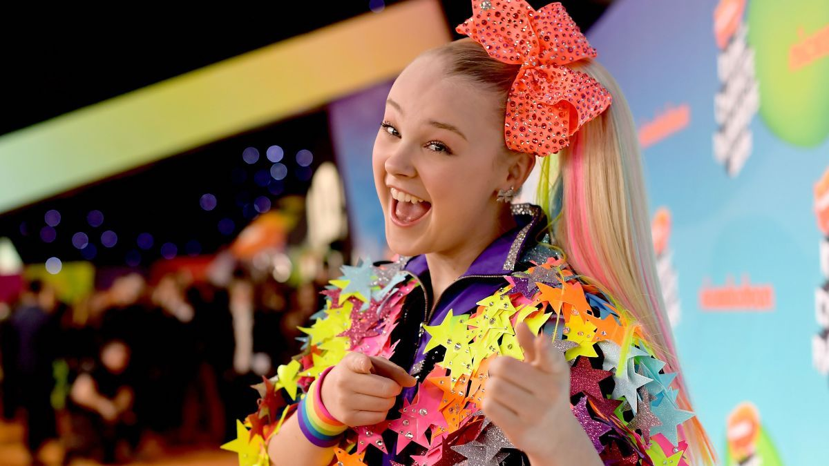 """She's coming back like a """"Boomerang""""! TikTok star JoJo Siwa recently came out and declared she's gay. Discover more about the star's story now."""