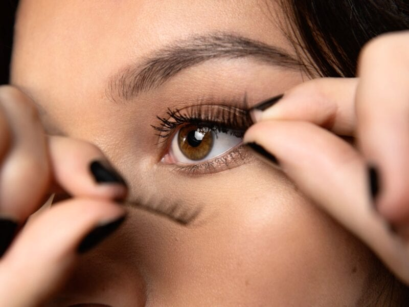Everybody wants longer lashes. Here are some crucial tips on how to achieve longer lashes when you got out on the town.