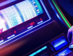 Hollywood atmosphere is appealing most anywhere. Find out what online video slots best capture this atmosphere.