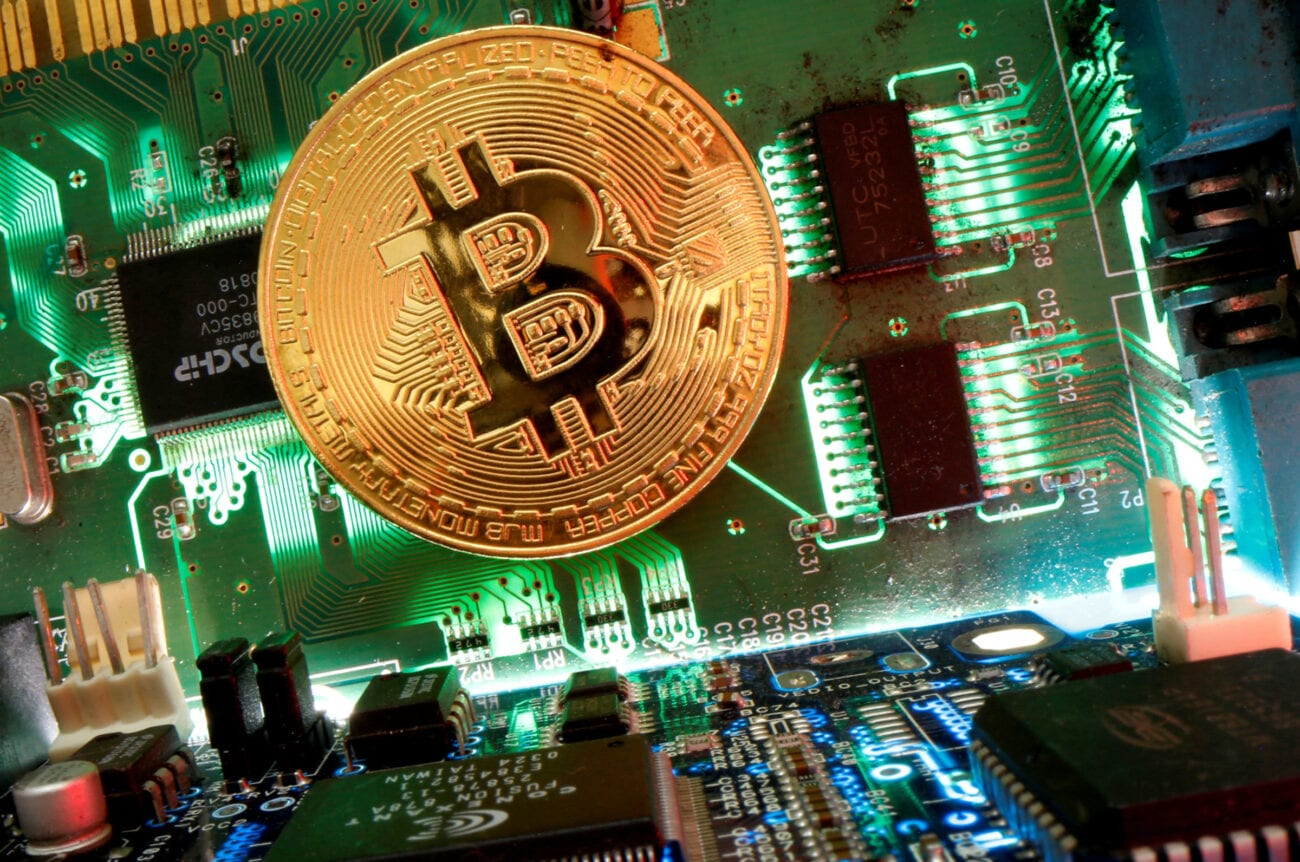 Are you looking to up your cryptocurrency investment game? Check out these worthwhile investments that aren't Bitcoin right here!