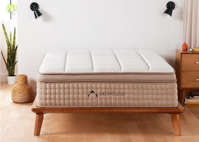 If you're looking for a new, comfortable mattress to improve your sleep, check out our review of DreamCloud. Discover how to get a good night's sleep here.