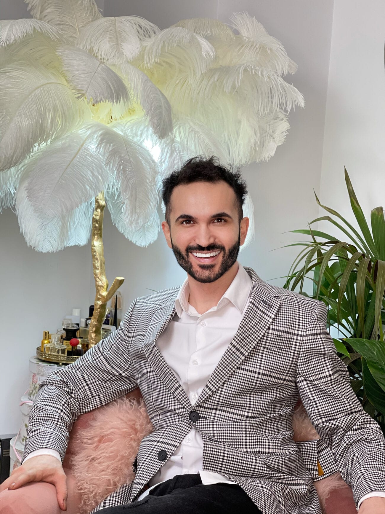 Celebrity hairdresser Samet Zili has styled the hair of many big celebrities. Take a look at how he got his start and worked his way to success.