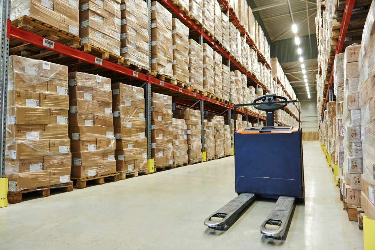 Warehouses can be very useful for business. Here are some reasons why you consider hiring a warehouse.