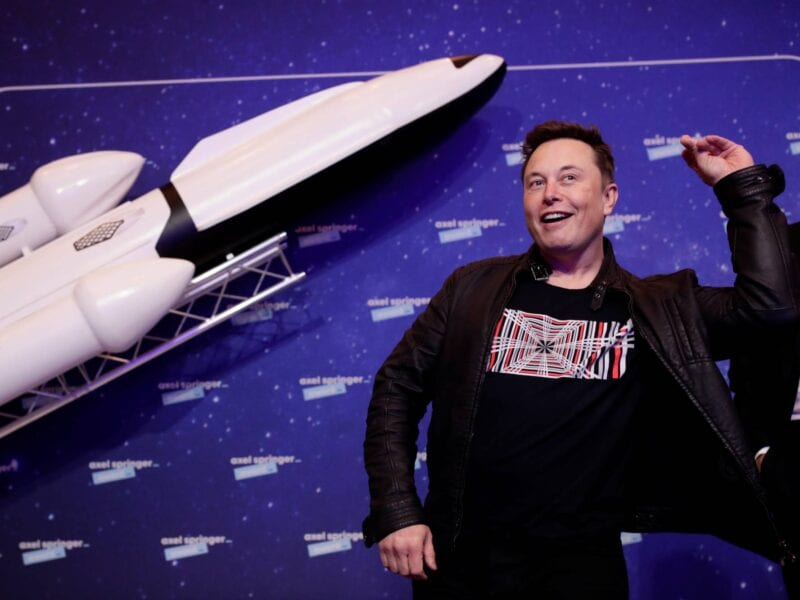 Elon Musk will host the May 8th episode of 'Saturday Night Live', alongside musical guest Miley Cyrus. How does Twitter feel? Read the best tweets here.