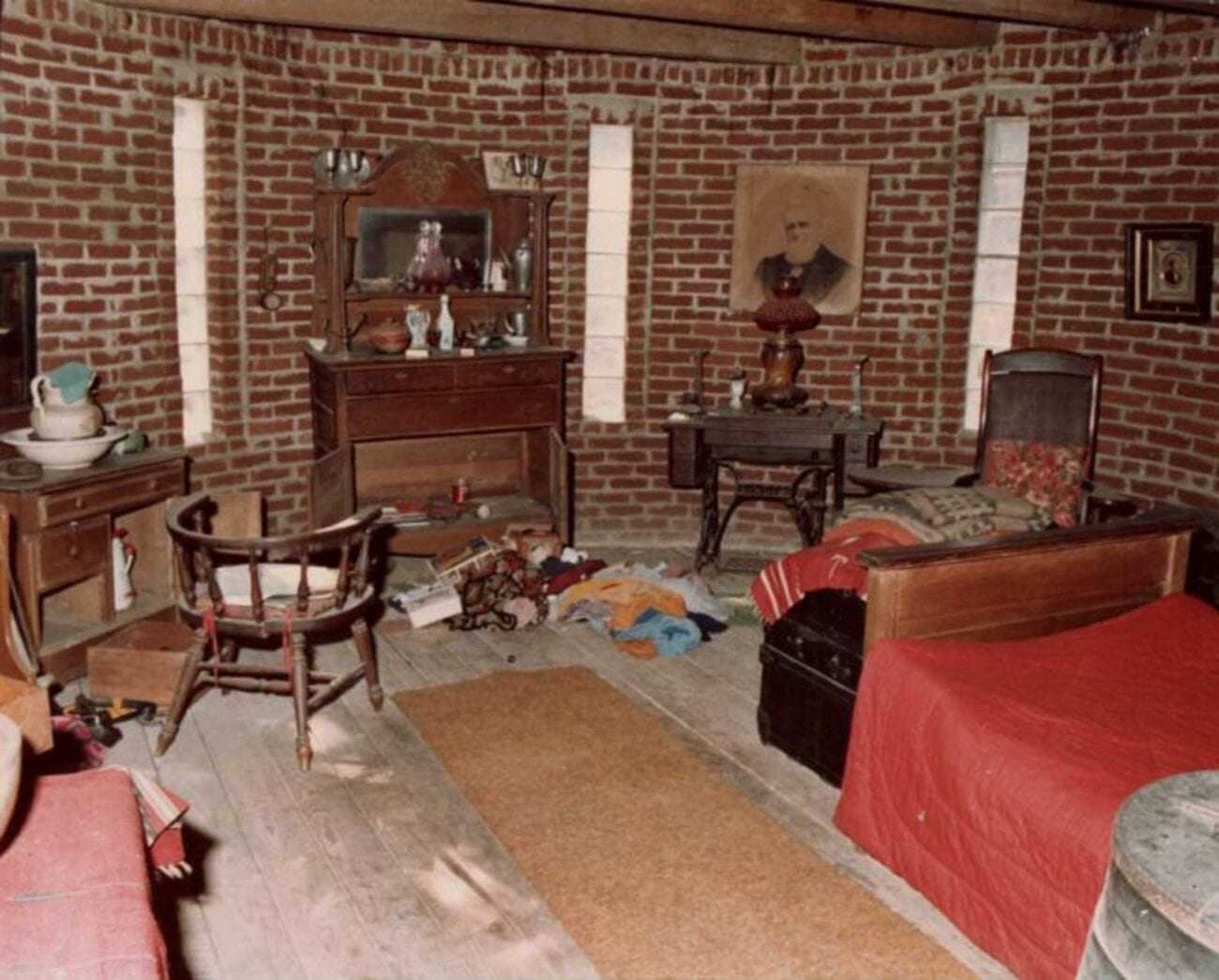 Corpsewood Manor has a dark history that lives up to its creepy name. Delve into the murders that took place there and learn about the mansion's dark past.