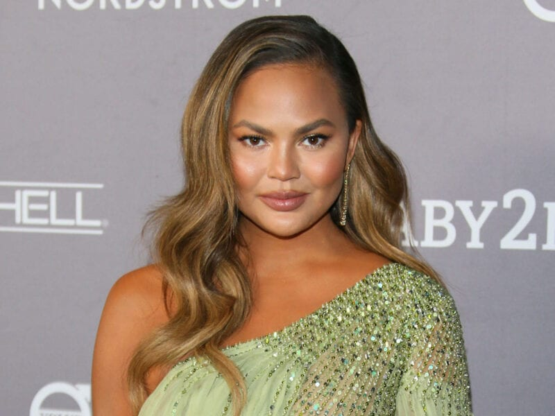 "Chrissy Teigen returns to Twitter almost a month after her retirement. Laugh at these tweets ""celebrating"" the return."