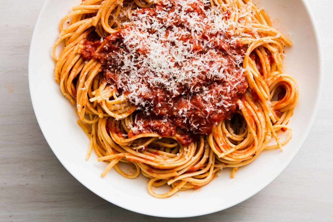 How adventurous are you feeling? Clean that countertop, put an apron on, grab some spaghetti, and enjoy one of the weirdest life hacks we've found online!