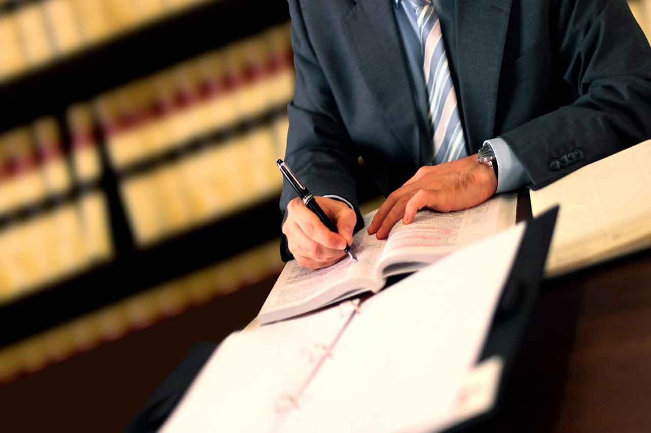 There are several reasons why a business lawyer is essential. Find out how to locate the right lawyer for you.