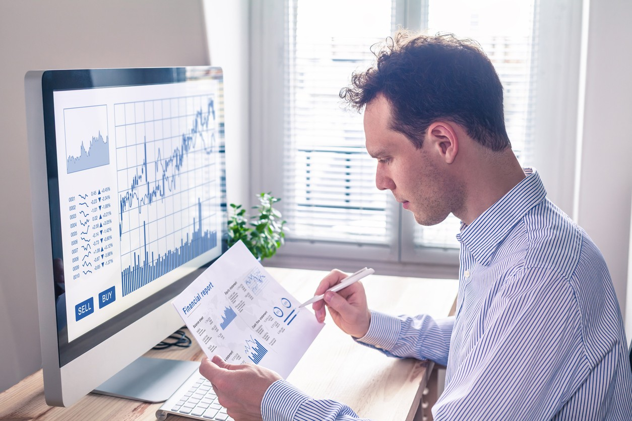 Online trading can be tricky. Discover why traders prefer using Forex Brokers to handle important deals.