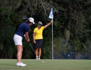 Women's golf shoes can be tough to come by. Here are some tips for how to choose the right golf shoes in Singapore.