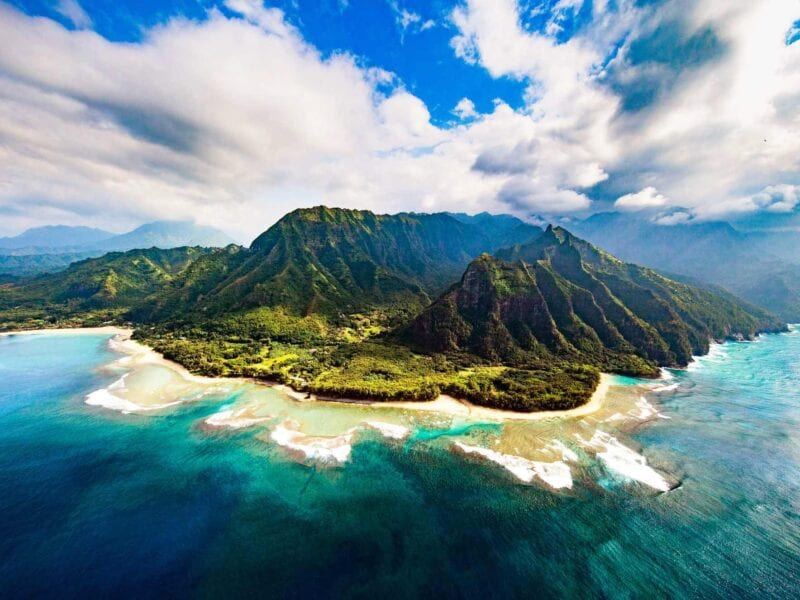 Planning to travel to Hawaii sounds like just the ticket right about now. We've gathered some fascinating resorts you'll cherish on your trip!