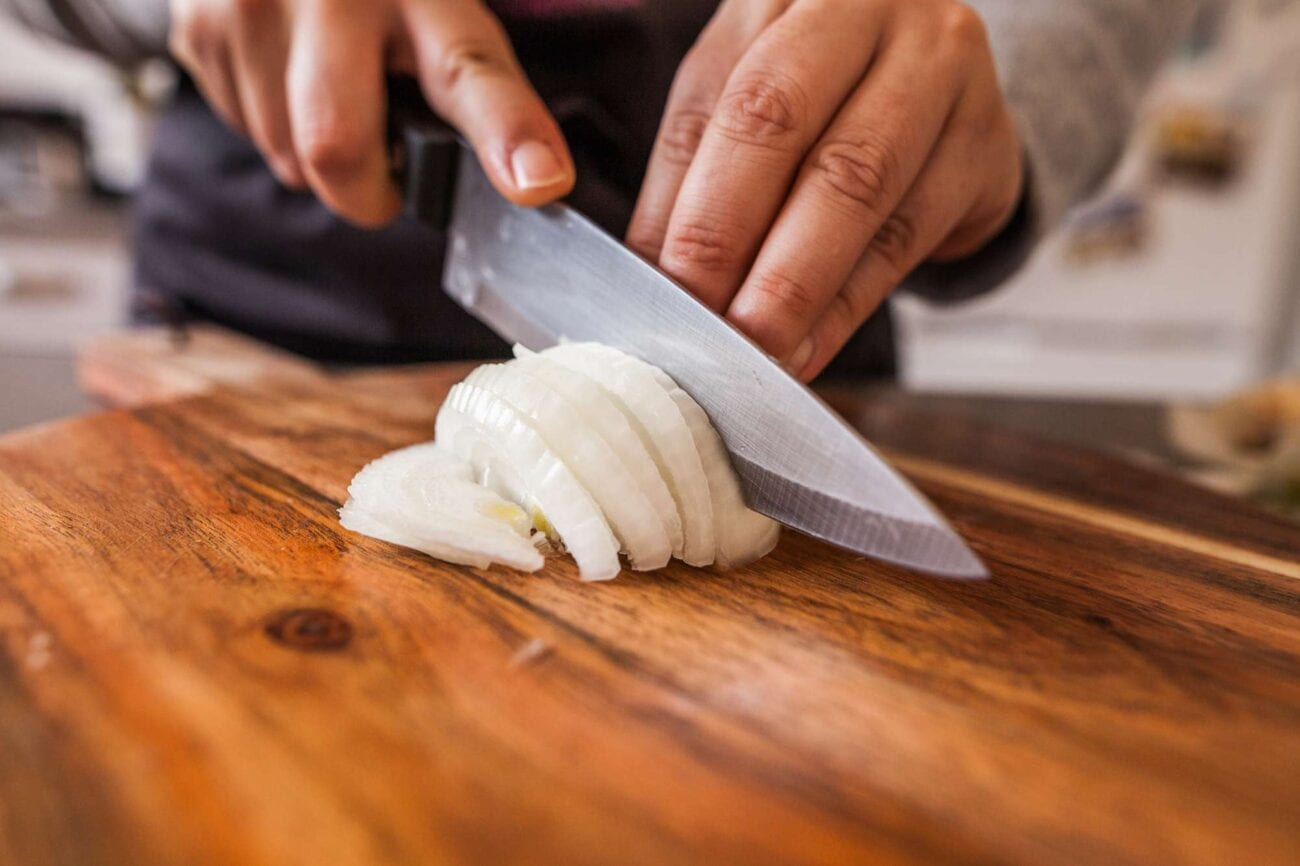 Needing to chop onions can get tedious. Here are some tips on how to stop chopping onions manually.