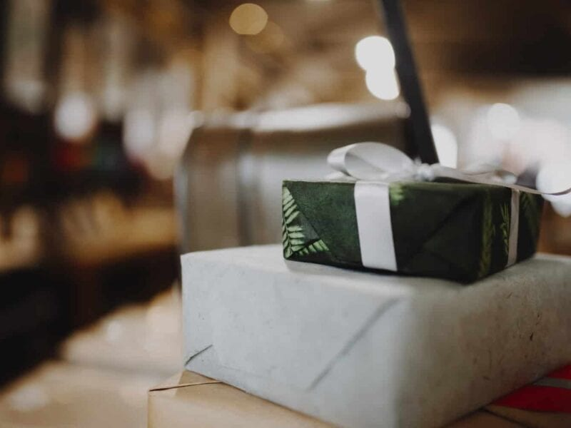 Getting a gift for someone can be tough. Here are some tips on choosing thoughtful gifts with ease.
