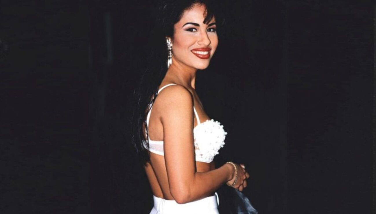 On March 31st, 1995, legendary Tejano pop singer Selena Quintanilla was killed. But there's still more to this case and her killer. See these details!