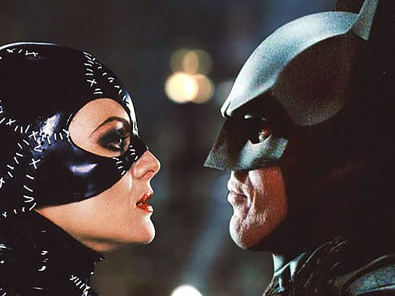 Do Batman and Catwoman have sex or should their exploits remain a mystery? Zack Snyder weighs in and the responses are hilarious. Take a look.