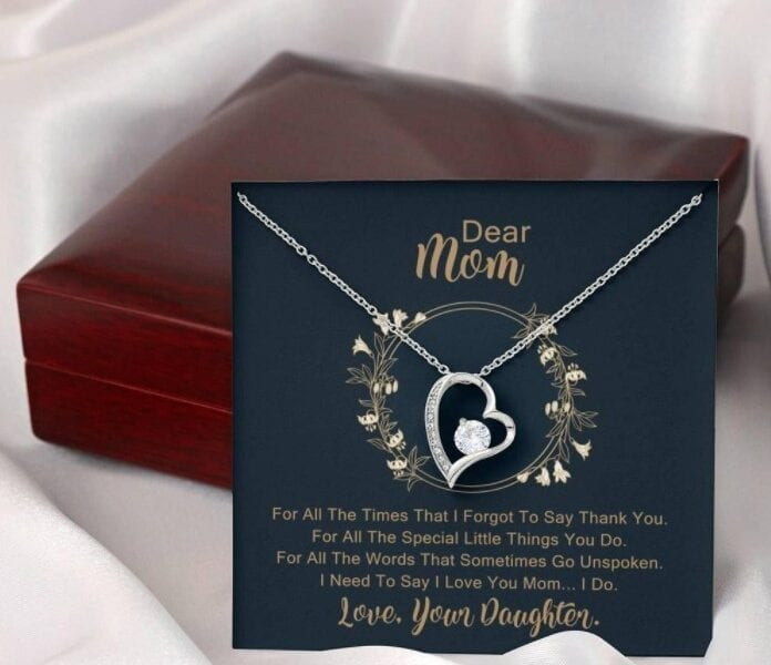 Picking out the right gift can be daunting. Here are some tips on how to choose perfect gifts for your mom!