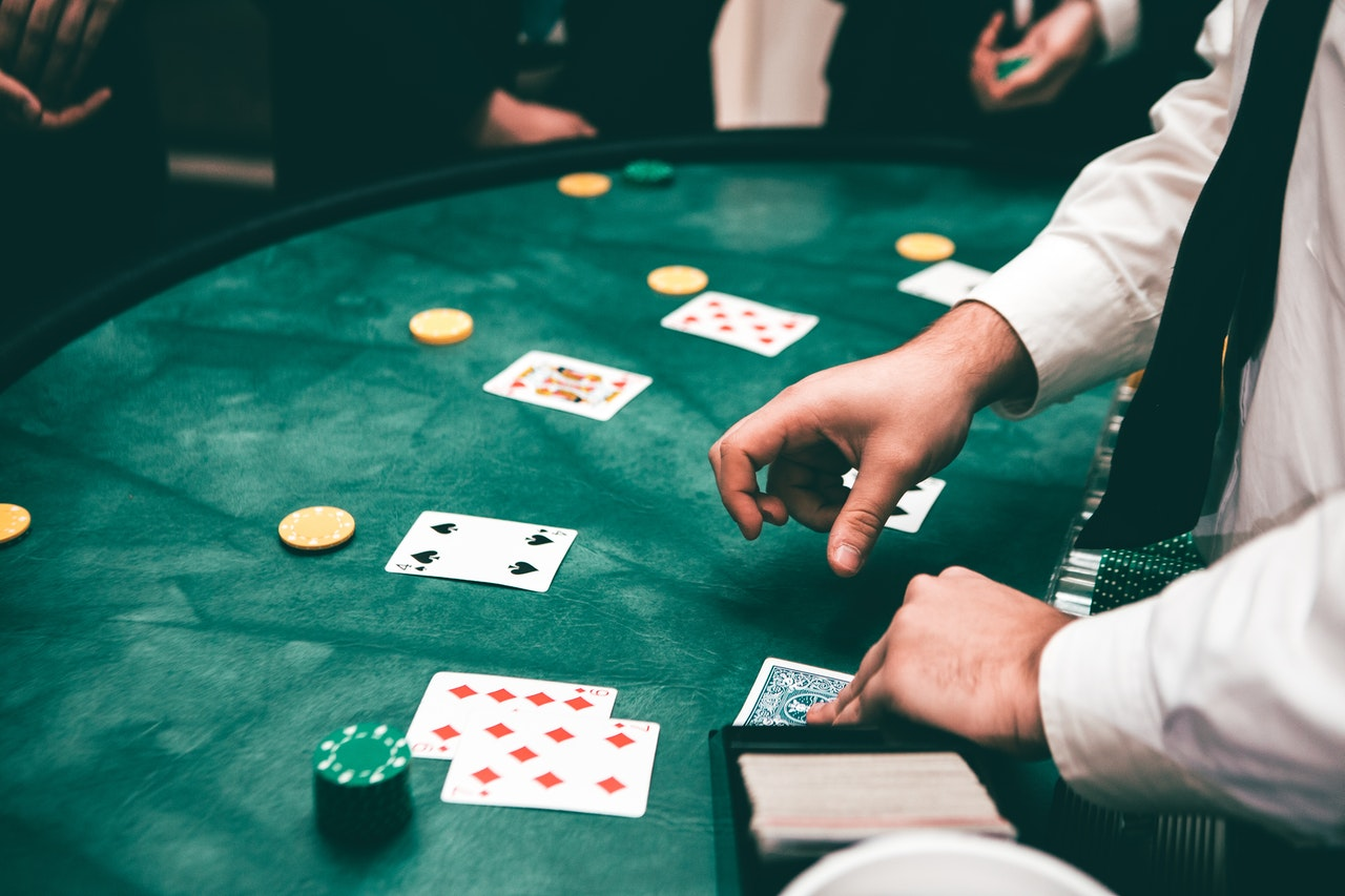 Online casinos are bigger than ever. Find out whether online casinos or physical casinos are best for you.