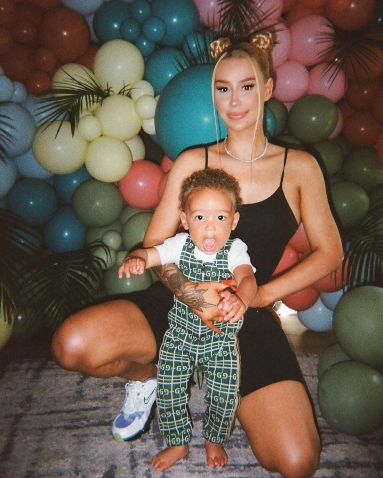 Iggy Azalea is going to bat for her child after social media trolls attacked his choice of onesie. Get ready to retweet as we dive into these reactions!
