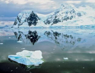 Have you ever wondered what it would be like to live in a country like Antarctica? Diamond dusts flow in their winds! But what's going on with this place?