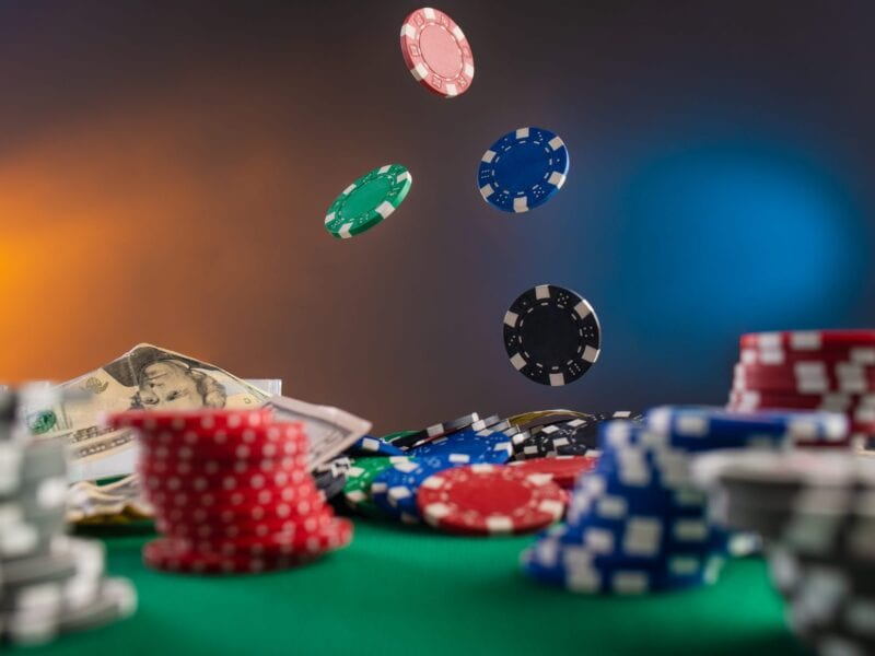 Gambling in online casinos is a popular pastime, but it can quickly evolve into a compulsive behaviour. Here's our guide to safe gambling.