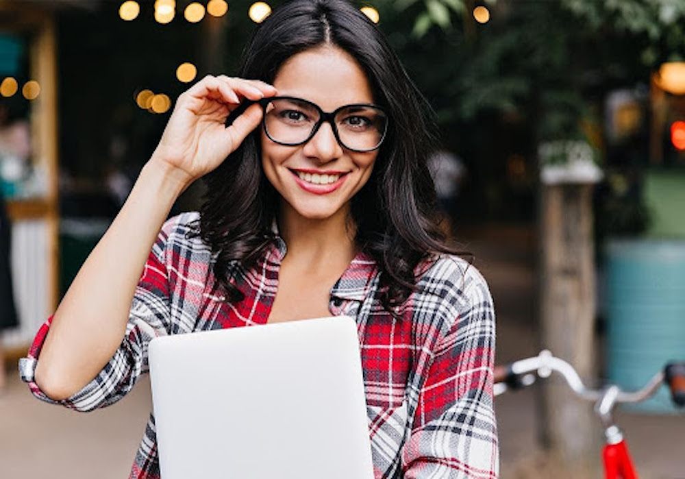 Shopping prescription glasses online has never been easier or more accessible in the recent days. Here's our handy guide.